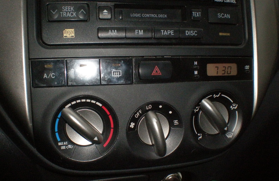 Air flow controls in a 2005 Toyota Rav4
